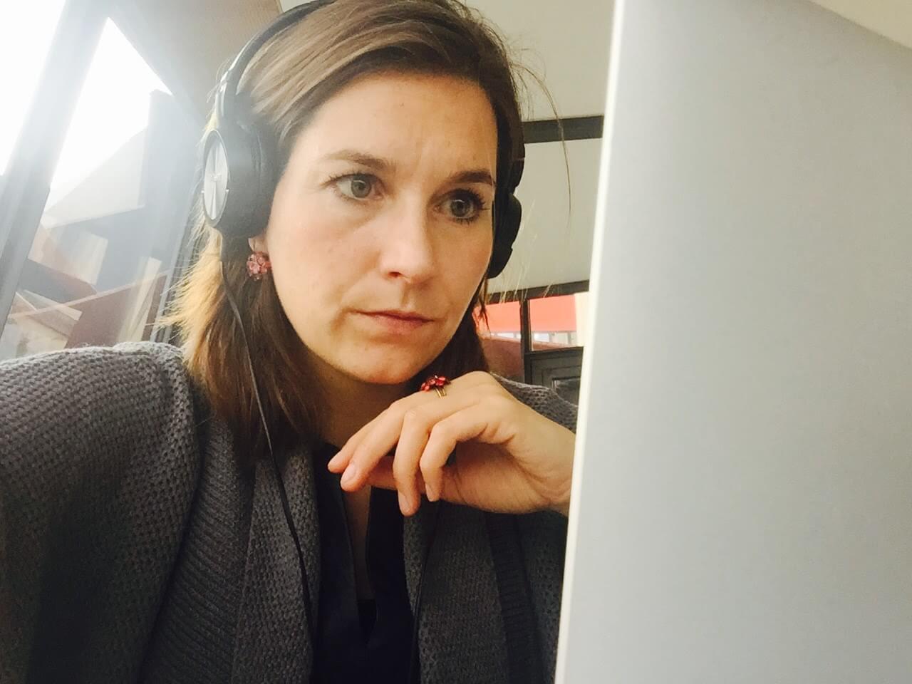 Ulrike Nagel schneidet Video